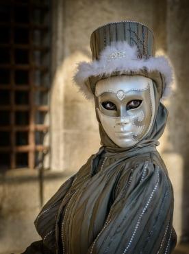 Gray Lady- Carnevalle in Venice 2015 © Robert Blum